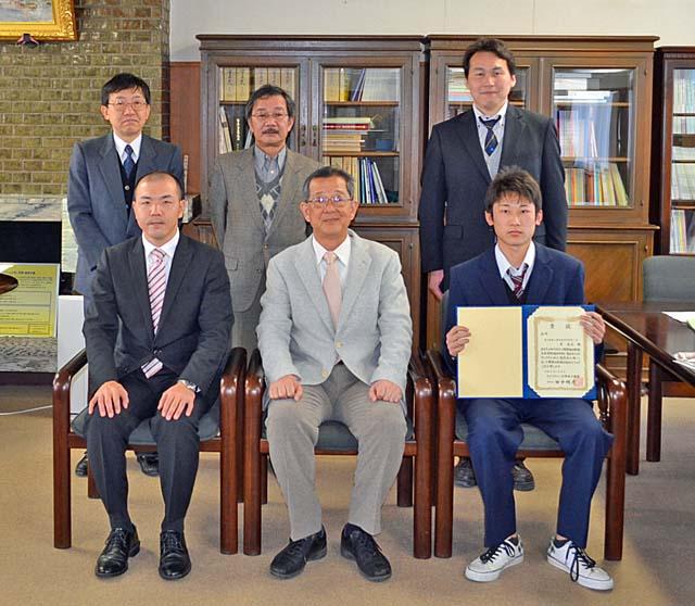 エッセイコンテスト・読書感想コンクール表彰1